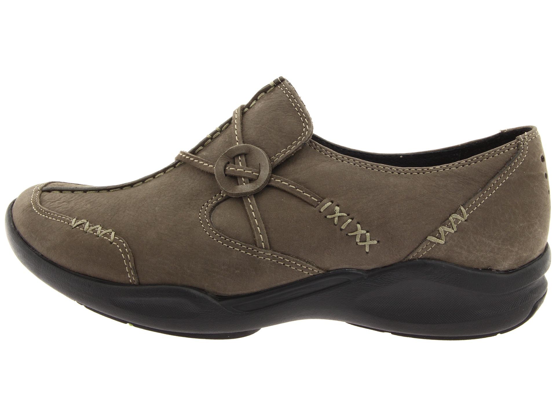 Clarks Wave Run Womens Shoes